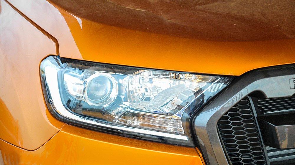 Đánh giá xe Ford Ranger Wildtrak 2015 có đèn pha projector cảm biến ánh sáng.