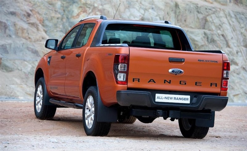 Đánh giá xe Ford Ranger Wildtrak 2015 có đuôi xe nhìn tương đối đơn giản.