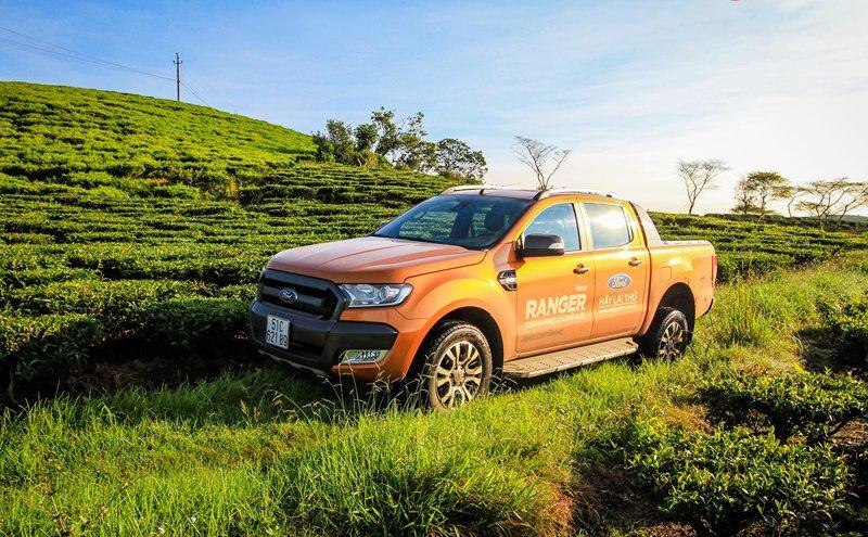 Đánh giá xe Ford Ranger Wildtrak 2015 có bậc lên xuống rộng bậc nhất phân khúc.