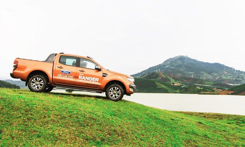 Đánh giá xe Ford Ranger Wildtrak 2015 có thể vượt đèo dốc khá dễ dàng.