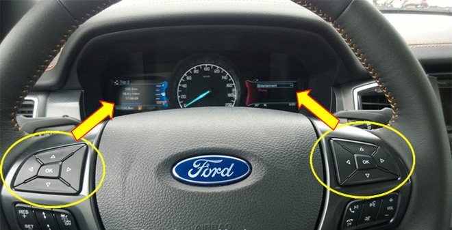 Đánh giá xe Ford Ranger Wildtrak 2015 có vô lăng tích hợp nhiều phím bấm.