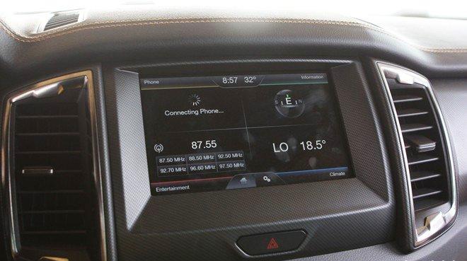 Đánh giá xe Ford Ranger Wildtrak 2015 có màn hình cảm ứng 8 inch đa tiện ích.