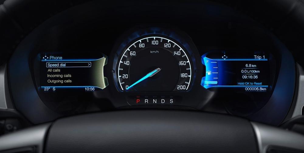 Đánh giá xe Ford Ranger Wildtrak 2015 có cụm đồng hồ hiển thị hiện đại