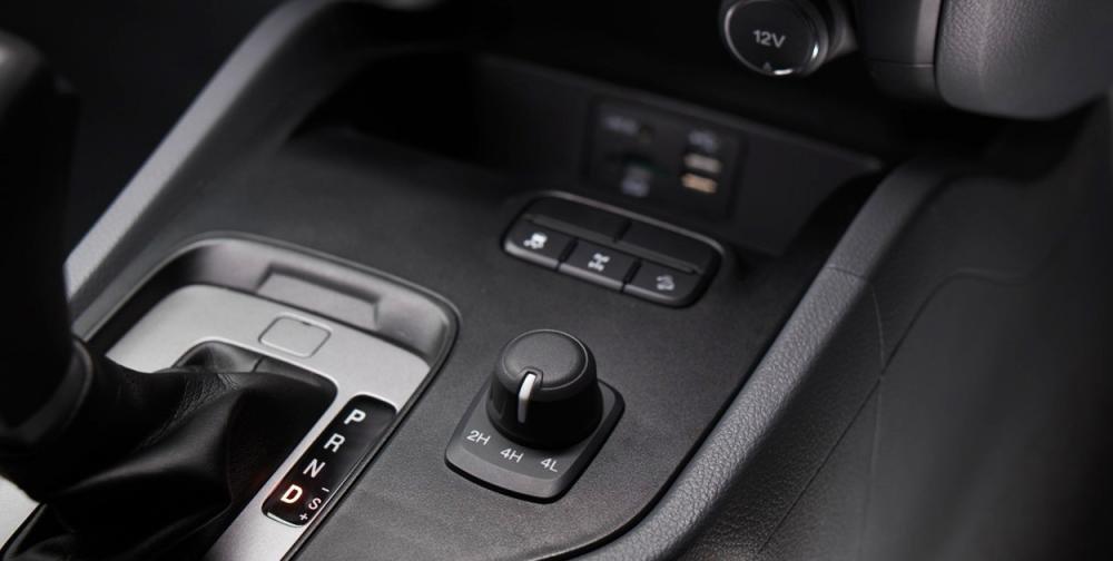 Đánh giá xe Ford Ranger Wildtrak 2015 có hộp số tự động 6 cấp.