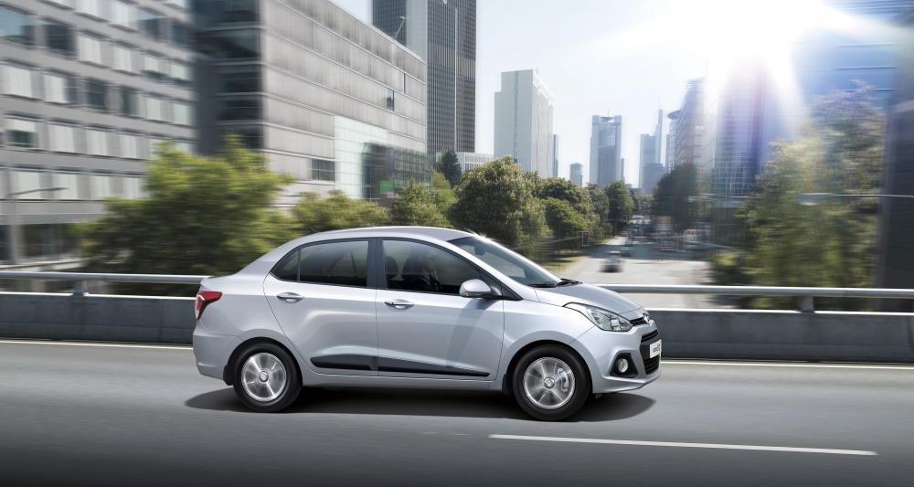 Đánh giá xe Hyundai Grand i10 sedan 2015 có dáng nhỏ thuận tiện đi trên phố.