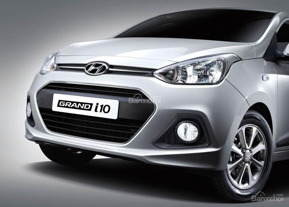 Đánh giá xe Hyundai Grand i10 sedan 2015 có đèn pha halogen thế hệ mới.