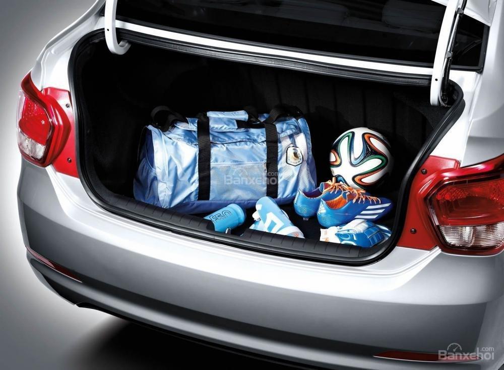 Đánh giá xe Hyundai Grand i10 sedan 2015 có cốp xe rộng 407 lít.