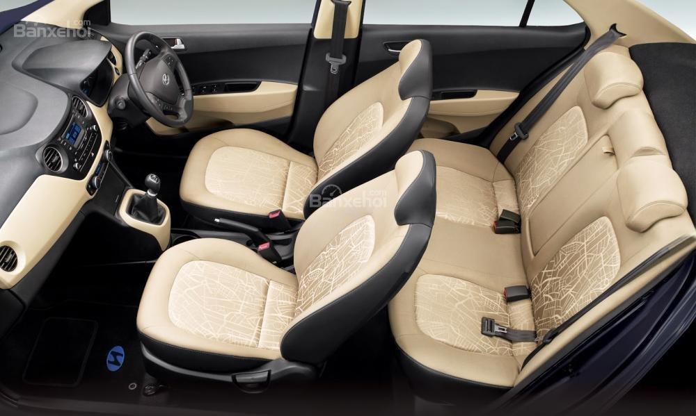 Đánh giá xe Hyundai Grand i10 sedan 2015 có hàng ghế sau chở được vừa vặn 3 người.
