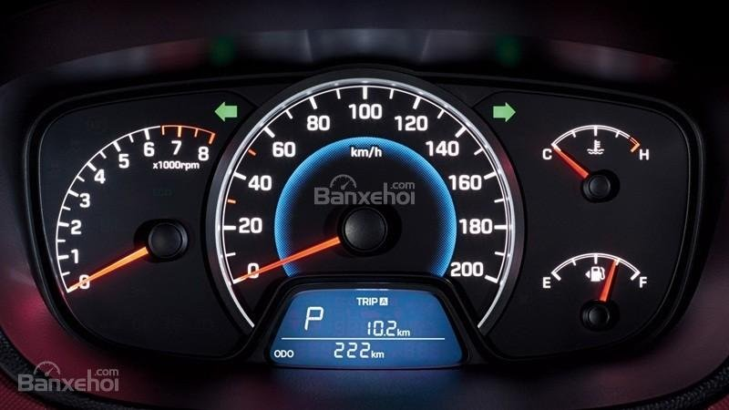 Đánh giá xe Hyundai Grand i10 sedan 2015 có cụm 3 đồng hồ lái cơ bản.