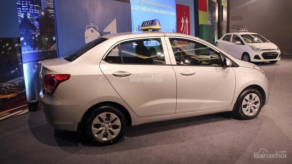 Đánh giá xe Hyundai Grand i10 sedan 2015 có thân xe thiết kế hiện đại.