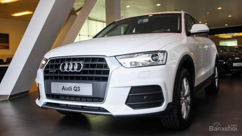 Đánh giá xe Audi Q3 2016 có đèn LED có hốc gió có gắn thêm cảm biến.