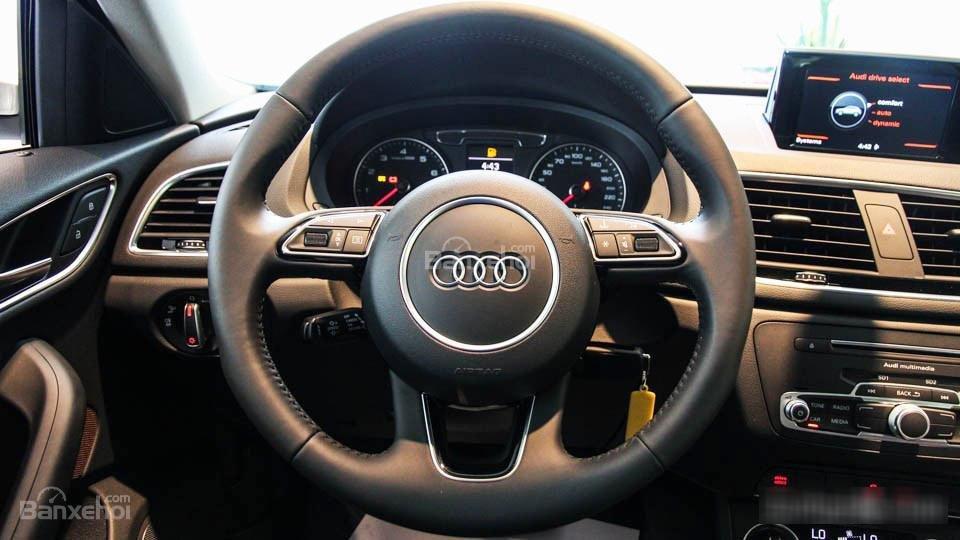 Đánh giá xe Audi Q3 2016 có vô lăng bọc da thể thao.