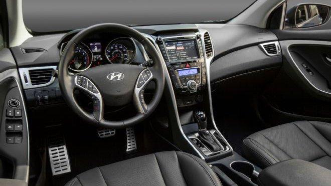 So sánh nội thất Mazda 3 sedan 2015 và Hyundai Elantra 2016 1