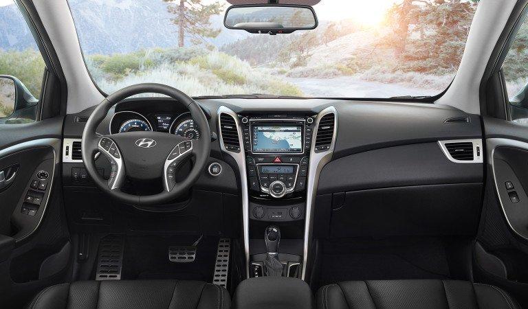 So sánh nhanh Mazda 3 sedan 2015 và Hyundai Elantra 2016 về thiết kế bảng Tablo 2