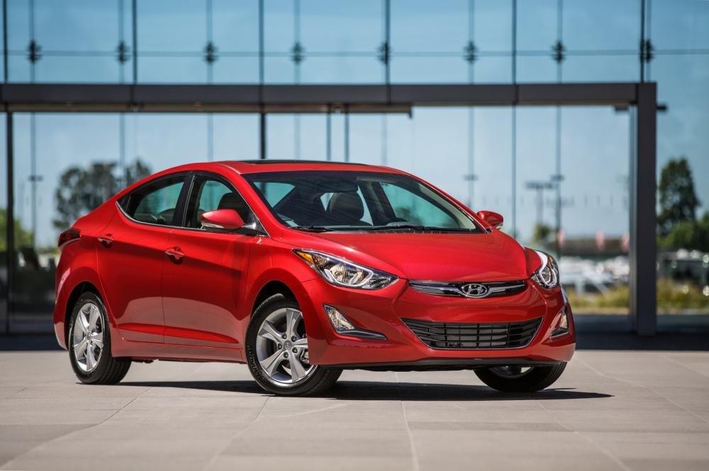 So sánh xe Chevrolet Cruze và Hyundai Elantra về đầu xe 1
