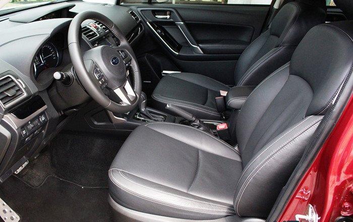 Đánh giá xe Subaru Forester 2016 có toàn bộ 2 hàng ghế bọc da cao cấp.