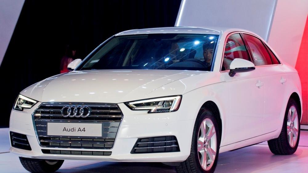So sánh xe Audi A4 2016 và Mercedes C200 2015.
