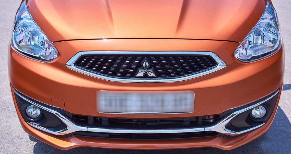 Đánh giá xe Mitsubishi Mirage 2016 có lưới tản nhiệt kiểu mới, viền mạ crom.