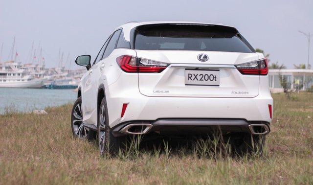"""Đánh giá xe Lexus RX 200t có đèn pha LED với """"cặp mắt hếch"""" độc đáo."""