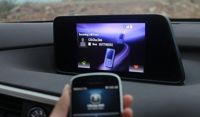 Đánh giá xe Lexus RX 200t có màn hình trung tâm EMV 8 inch.