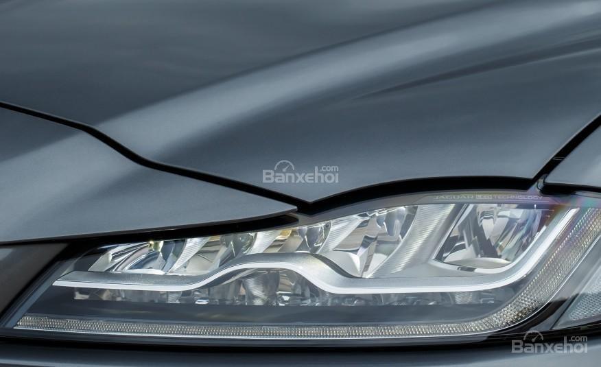 Đánh giá xe Jaguar F-PACE 2017: Đèn pha LED.