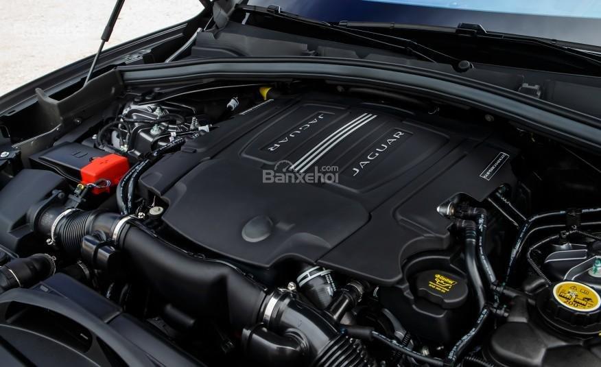 Đánh giá xe Jaguar F-PACE 2017: Xe Có 2 lựa chọn động cơ.