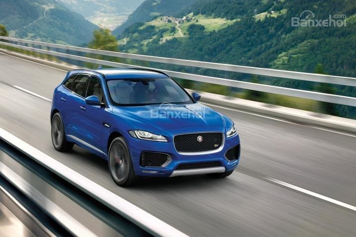 Đánh giá xe Jaguar F-PACE 2017: Xe cho cảm giác lái giống một chiếc sedan thể thao.