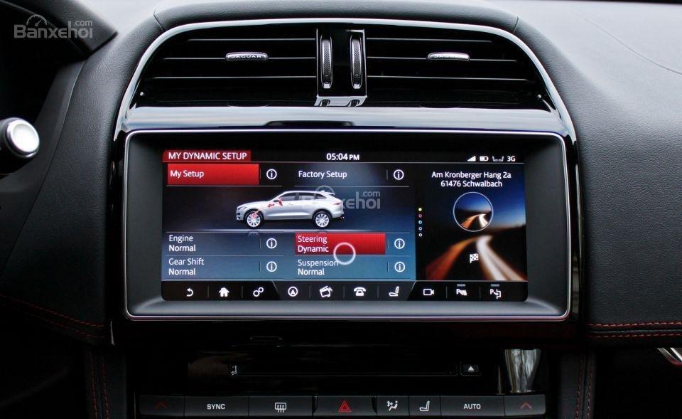 Đánh giá xe Jaguar F-PACE 2017: Xe sở hữu nhiều công nghệ hữu dụng.
