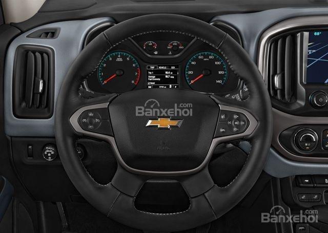 Đánh giá xe Chevrolet Colorado 2016: Vô lăng xe bọc da.