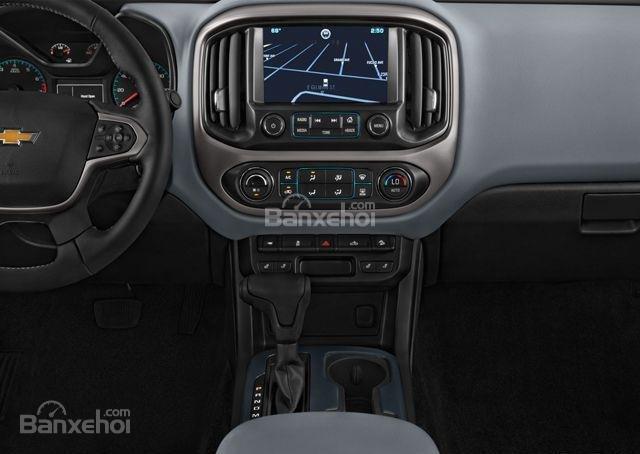Đánh giá xe Chevrolet Colorado 2016: Bảng điều khiển trên xe.
