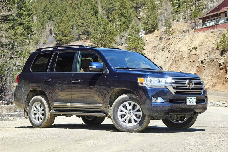 Toyota Land Cruiser Prado sở hữu ngoại chuẩn chuẩn SUV truyền thống: cơ bắp và mạnh mẽ 2