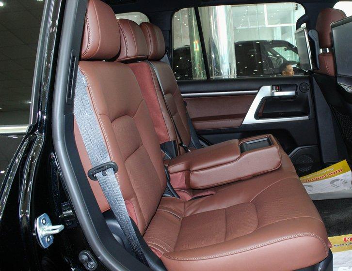 Toyota Land Cruiser Prado 2016 đã có bước đột phá về thiết kế nội thất so với phiên bản trước 2