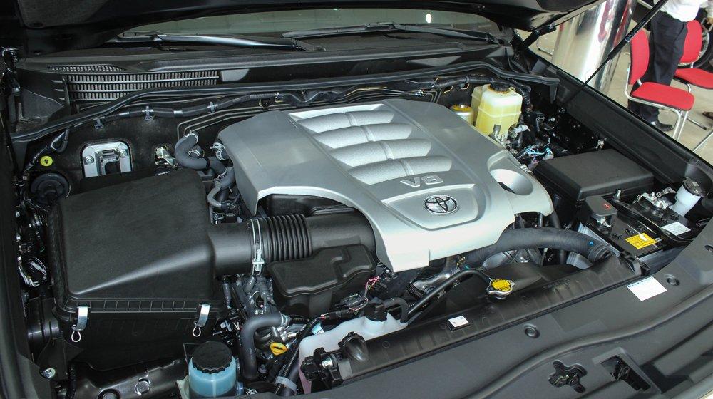 Đánh giá xe Land Cruiser 2016 có động cơ 4.6L V8 mạnh mẽ.