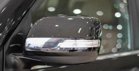 Đánh giá xe Land Cruiser 2016 có chỉnh/gập điện tích hợp đèn LED báo xi nhan