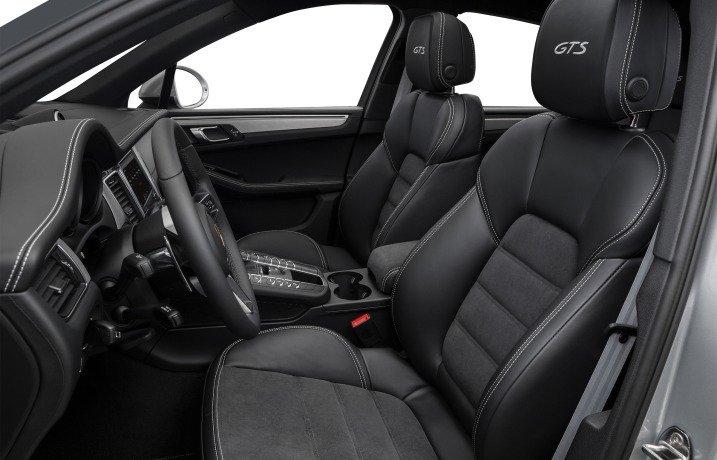 Đánh giá xe Porsche Macan 2017 có hàng ghế trước ôm lấy thân người ngồi