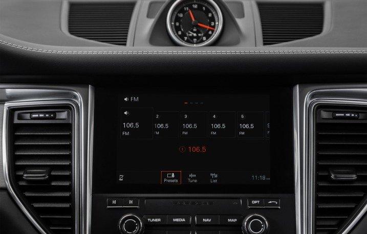 Đánh giá xe Porsche Macan 2017 có màn hình cảm ứng 7 inch sắc nét