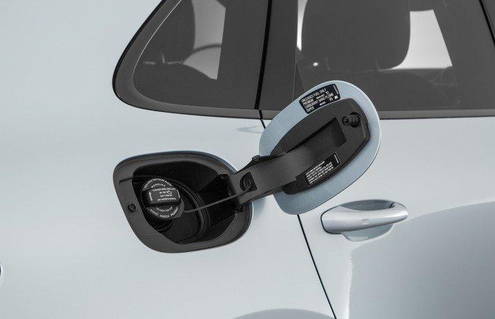Đánh giá xe Porsche Macan 2017 có nắp bình xăng hoàn thiện rất tinh tế