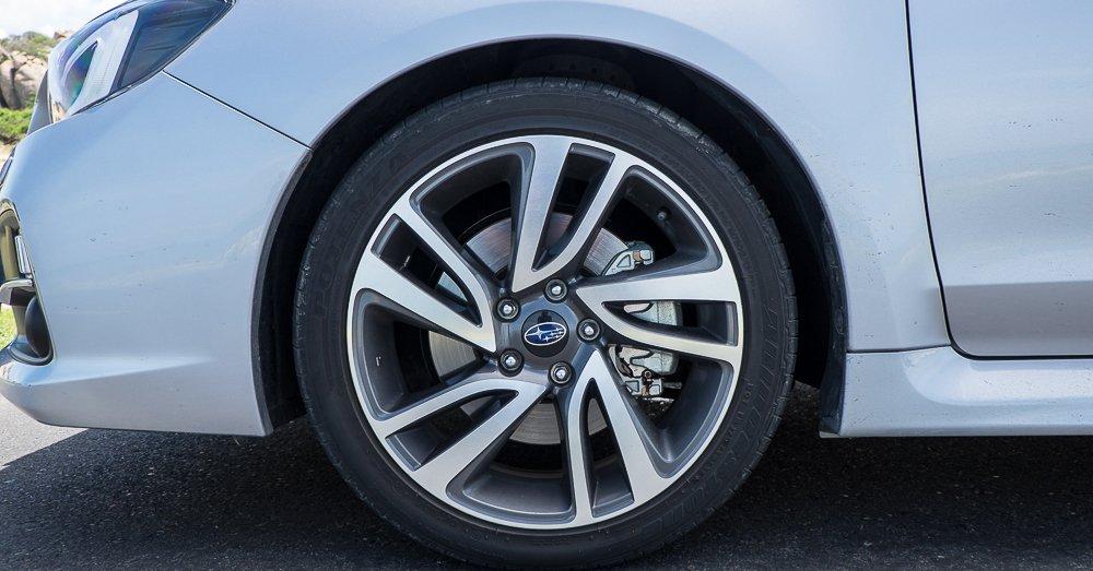 Đánh giá xe Subaru Levorg có mâm xe 18 inch với 5 chấu kép.