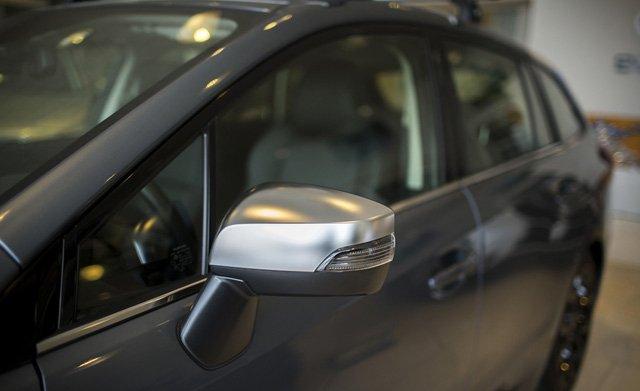 Đánh giá xe Subaru Levorg có gương chiếu hậu với đèn LED xi nhan, cảnh báo xe vượt.
