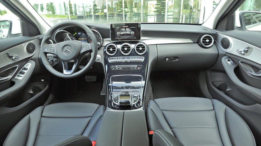 So sánh xe Audi A4 2016 và Mercedes-Benz C200 2016 A.