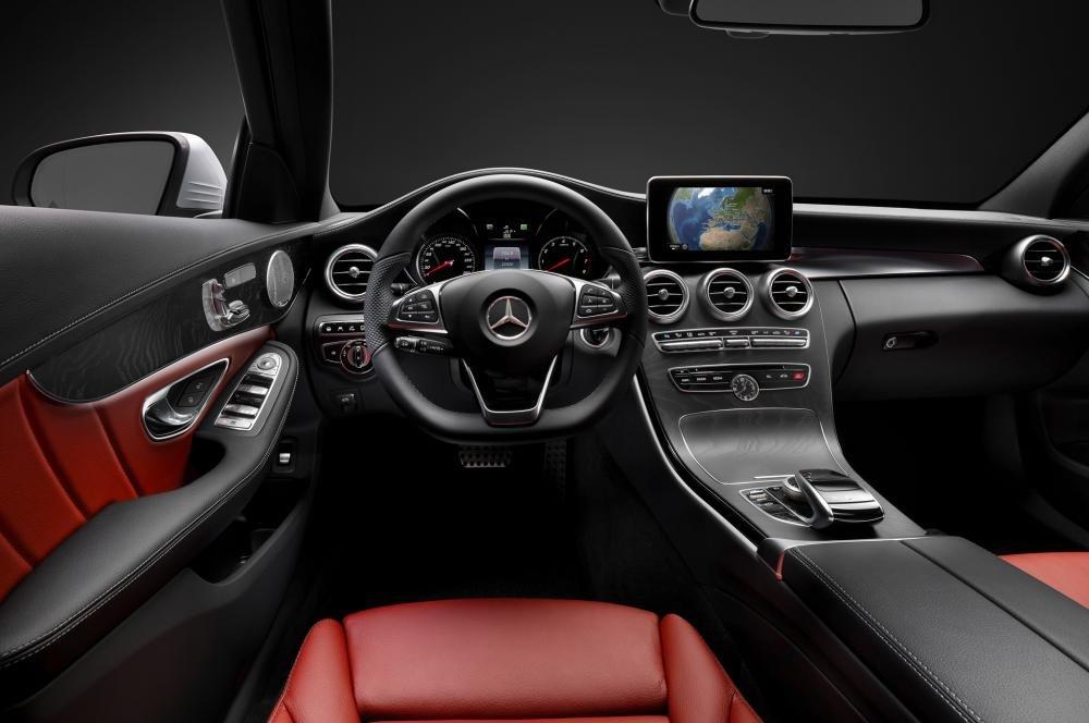 Nội thất của Mercedes-Benz C200 2015 có nhiều cải tiến, trang bị hiện đại.