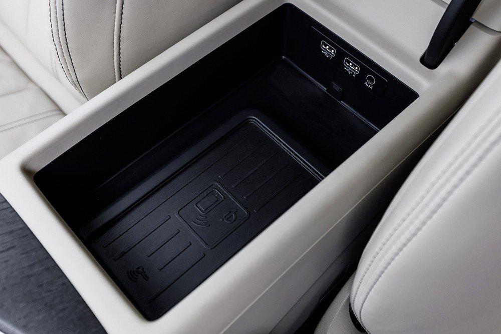 So sánh xe Audi A4 2016 và Mercedes-Benz C200 2015: Không gian để đồ của A4 tiện dụng.
