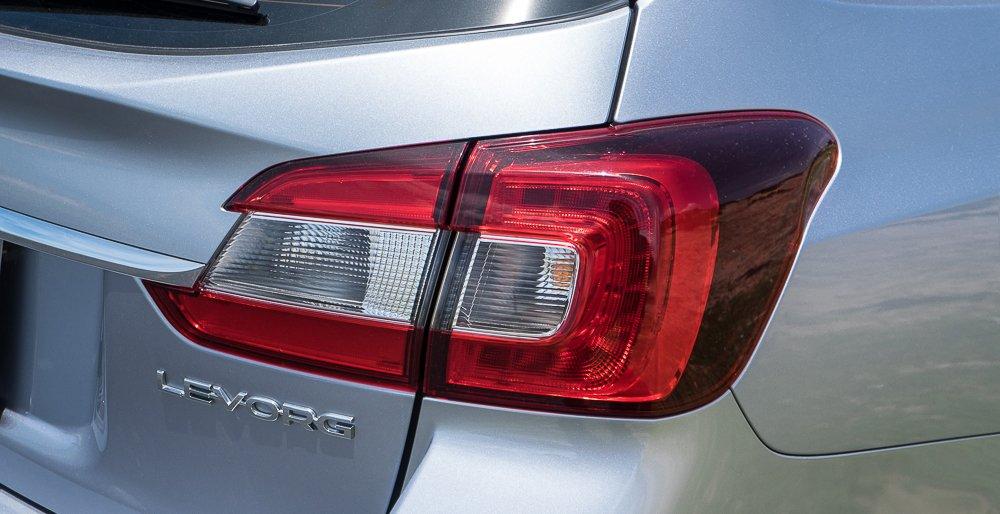 Đánh giá xe Subaru Levorg có đèn hậu LED với 2 khoang đèn.