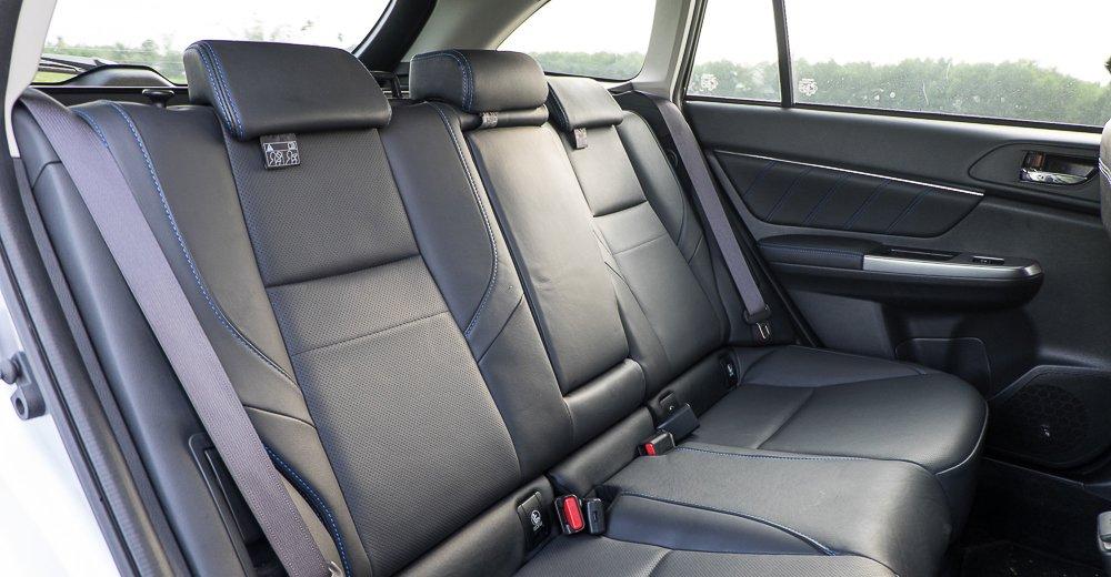 Đánh giá xe Subaru Levorg có hàng ghế sau cùng có thể ngồi rất thoải mái 3 chỗ.