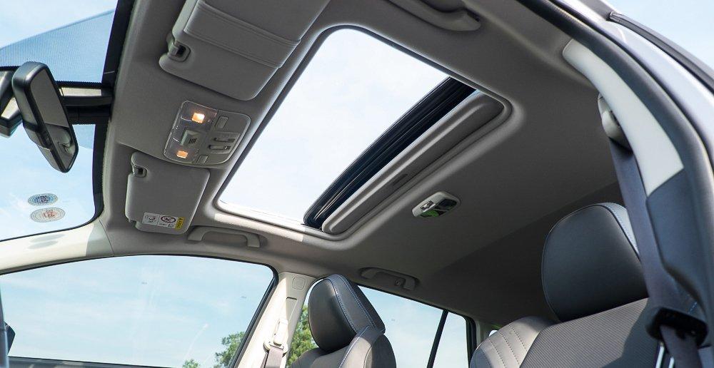 Đánh giá xe Subaru Levorg có cửa sổ trời dạng toàn cảnh panorama.