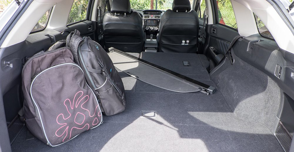 Đánh giá xe Subaru Levorg có cốp xe cực rộng nếu gập 2 hàng ghế sau.
