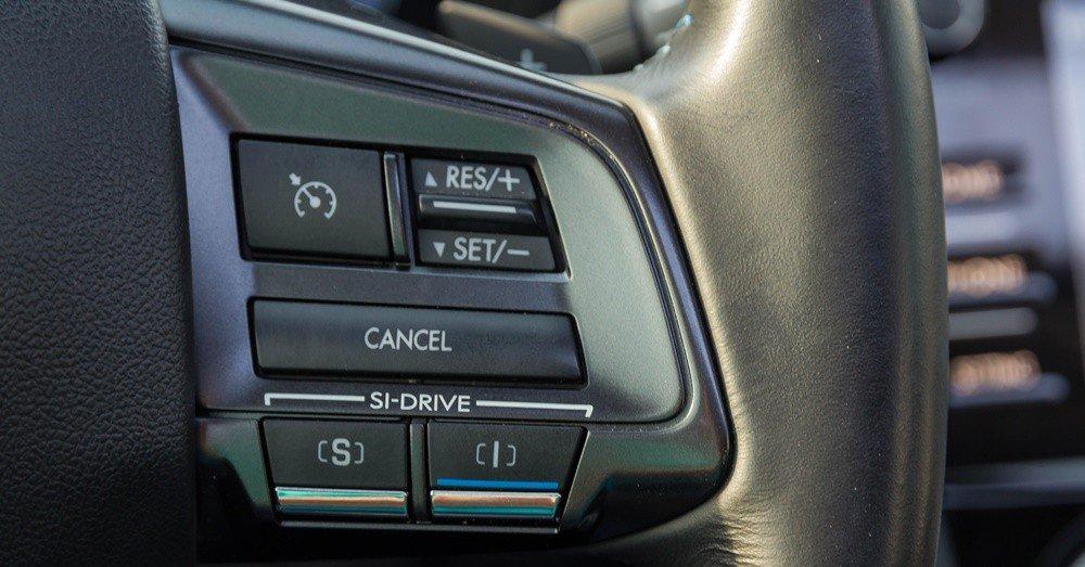 Đánh giá xe Subaru Levorg có các phím cài đặt kiểm soát hành trình, chế độ lái.