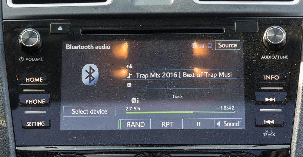 Đánh giá xe Subaru Levorg có màn hình cảm ứng giải trí 7 inch.