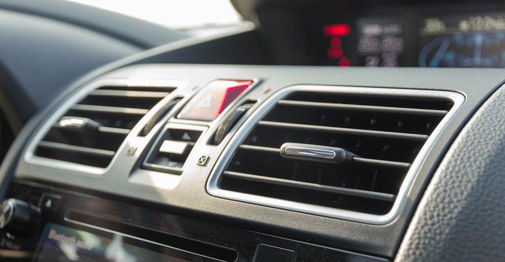 Đánh giá xe Subaru Levorg có cửa gió điều hòa khá rộng giúp làm lạnh nhanh.