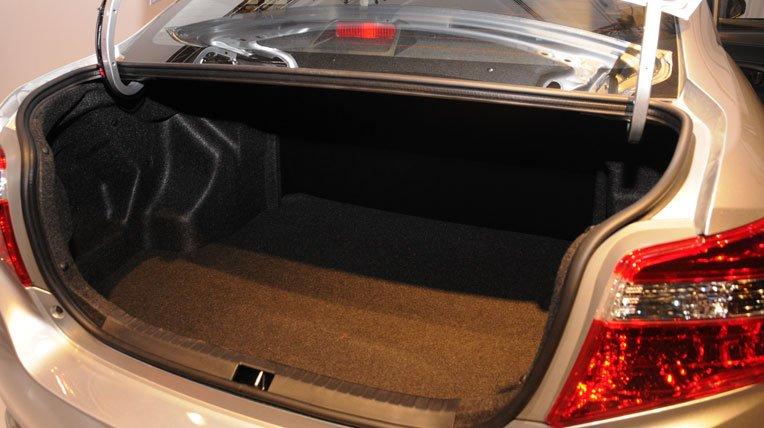 So sánh xe Toyota Vios Chevrolet Cruze 17